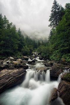 Munții Făgăraș.  Făgăraș Mountains - România   Photo: hopetorture(flickr.com)