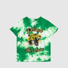 Gucci Cruise 2016 Children's tie-dye cotton t-shirt Childrens Ties, Green Tie, Boy Fashion, Fashion Design, Boy Blue, Girls Shopping, Kids Boys, Tie Dye, Girl Outfits