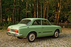 Syrena Laminat - klasyk, który tworzył historię Car Polish, Retro, Tractor, Cars And Motorcycles, Classic Cars, Waves, Vehicles, Passion, Motorbikes