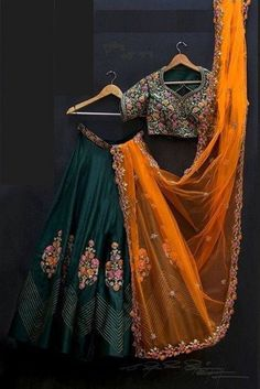 Indian Gowns Dresses, Indian Fashion Dresses, Indian Designer Outfits, Indian Outfits, Emo Outfits, Mode Bollywood, Bollywood Dress, Bollywood Lehenga, Sabyasachi