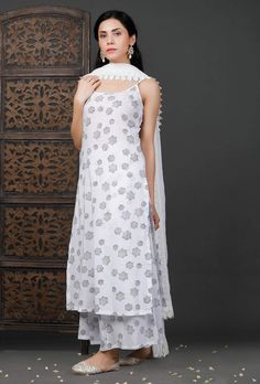 Please Re-Pin for later 😍💞 kurti ladies, indian cloth store near me, lehenga for women latest design, embroidered lehenga choli, indian clothes stores, anarkali dress latest design, engagement dress for bride online, india lehenga, bridal collection online, indian wear women, shadi collection dress Stylish Dresses For Girls, Stylish Dress Designs, Designs For Dresses, Simple Kurta Designs, Kurta Designs Women, Salwar Designs, Casual Indian Fashion, Indian Fashion Dresses, Designer Party Wear Dresses