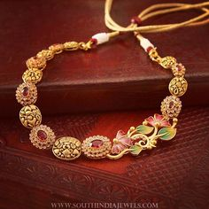 Floral meenakari + Twinkling stones + Gorgeous matte gold karigari = Fall in love💕 Real Gold Jewelry, Golden Jewelry, Gold Jewellery Design, Jewellery Stand, Designer Jewellery, Simple Jewelry, Silver Jewellery, Diamond Jewelry, Indian Wedding Jewelry