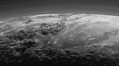 Nieuwe beelden Pluto tonen spectaculair ijslandschap   NU - Het laatste nieuws het eerst op NU.nl