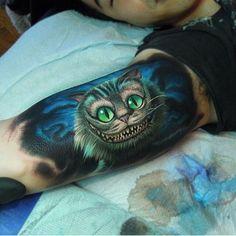 Alice in Wonderland Cheshire Cat tattoo Disney Tattoos, Disney Inspired Tattoos, Alice In Wonderland Flowers, Alice And Wonderland Tattoos, Cheshire Cat Tattoo, Chesire Cat, Sexy Tattoos, Body Art Tattoos, Tattoo Studio