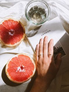 Palm & Poplar is a creative branding studio based out of Sioux Falls, SD that focuses on contemporary and feminine brand design, web design, and branding photography. Fruit Photography, Flat Lay Photography, Photography Branding, Orange Aesthetic, Aesthetic Food, Food Flatlay, Fruits Photos, Jacquemus, Orange Fruit