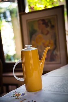 An original ochre Royal Doulton Sundance 6 cup coffee pot is practically brand new. This design was discontinued in the We found this one in a display cabinet, tucked behind a teapot collection at a moving on sale in the Southern suburbs of Cape Town.