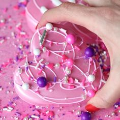 Valentines Baking, Valentines Day Desserts, Valentine Cookies, Valentines Diy, Valentine Food Ideas, Valentines Day Chocolates, Chocolate Covered Treats, Chocolate Bomb, Chocolate Covered Strawberries