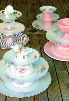 Ideas for DIY Cake Stand and Cupcake Etageren for your unique celebration - Decoration Solutions Vintage Crockery, Vintage Tea, Cupcakes, Bolo Diy, Outdoor Tea Parties, Mini Cake Stand, Diy Cupcake Stand, Teacup Crafts, Dessert Aux Fruits