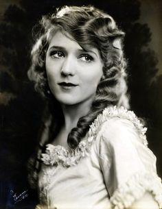 Mary Pickford, 1926.