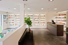 Design & creation of your pharmacy www.artipharma.be info@artipharma.be T 054 / 43 53 00