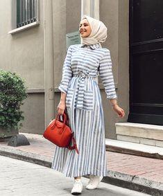Image may contain: 1 person standing and stripes Günlük Tesettür Modası Arab Fashion, Islamic Fashion, Muslim Fashion, Modest Fashion, Fashion Outfits, Hijab Fashion Summer, Fasion, Striped Dress Outfit, Summer Dress Outfits