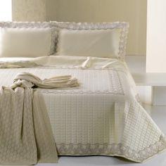 Completo matrimonia in puro raso di cotone con balza in pizzo http://www.lineahouse.it/product.php?id_product=105