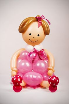 learn how to create beautiful balloon decor step-by-step. Available through www.suebowler.com