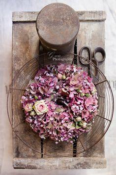 Ein Kranz aus Hortensien ist einfach ideal für einen Hochzeitsdeko.