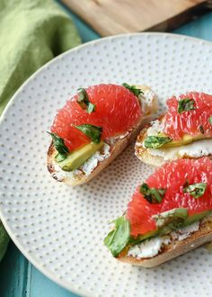 Crostini makes the best party appetizer. Change things up this year with some goat cheese, avocado, and the sweetest Texas red grapefruit! Best Party Appetizers, Snacks Für Party, Summer Appetizer Recipes, I Love Food, Good Food, Yummy Food, Healthy Snacks, Healthy Eating, Healthy Recipes