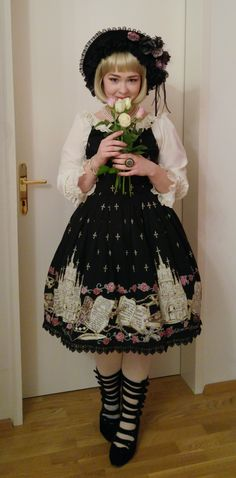 """queranruffles: """" I made a coord to match the roses I got for my birthday"""