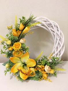 Pin by Swati Arora on Basket decoration Diy Spring Wreath, Spring Door Wreaths, Easter Wreaths, Diy Wreath, Holiday Wreaths, Modern Flower Arrangements, Deco Wreaths, Basket Decoration, Arte Floral