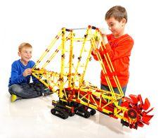 Jucariile educative Fischertechnik dezvolta creativitatea copiilor si ii invata formele de energie eco