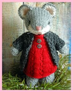 Cute Knitted Mouse – Knitting Pattern Cute Amigurumi Knitt… – The Best Ideas Knitted Doll Patterns, Animal Knitting Patterns, Stuffed Animal Patterns, Crochet Patterns, Knit Or Crochet, Crochet Dolls, Crochet Cats, Crochet Birds, Crochet Food