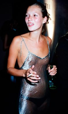 A young kate moss in that sheer dress, cigarette in hand, johnny depp in tow, it seems to be a nostalgia for the past that has made this unlikely trend Kate Moss, Look Fashion, 90s Fashion, Fashion Trends, Fashion Tag, Fashion Vintage, Top Models, Victoria's Secret, 1990 Style