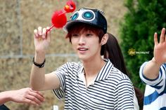 [120902] Jinyoung @ Hats On Fansign [40]    Credits : The Moment    Re-up : Aorishina @ FLYB1A4 / tumblr