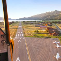A world-class residential fly-in community in western Wyoming near Jackson with a jet-friendly runway. Mountain vacation airpark homes for sale. Luxury Homes Dream Houses, Luxury Life, The Dog Star, Aviation Training, Warehouse Home, Mountain Vacations, Tiny House Cabin, Dream Home Design, Jackson Hole