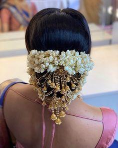 civil wedding hairstyles Bridal look stunning manisha manisha. Loose Curls Hairstyles, Low Bun Hairstyles, Classic Hairstyles, Bride Hairstyles, Indian Hair Accessories, Wedding Hair Accessories, Jewelry Accessories, Indian Hairstyles For Saree, Hair Puff
