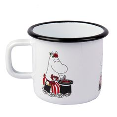 Fresh white enamel mug featuring the lovely Moominmamma. Brightens up your coffee and tea breaks. Muurla combines design with durability in this retro enamel mug. Moomin Shop, Moomin Mugs, Tove Jansson, Royal Design, Soup Mugs, Retro Color, Deco Table, Cute Mugs, White Enamel