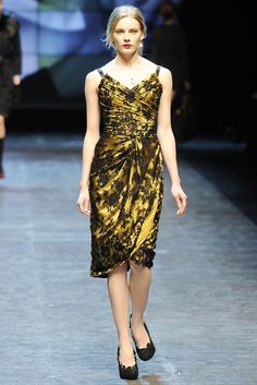 See the complete Dolce & Gabbana Fall 2010 Ready-to-Wear collection.