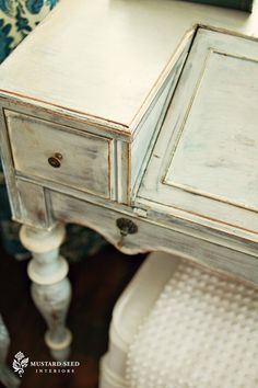 Milk Paint vs. Chalk Paint - a lot of questions answered