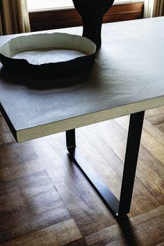 9400 Ribbon is a rectangular table with a wooden top and metal legs, with a very eye-catching effect. The table has been designed to match the armchair and it is also available with a peculiar anti-stain concrete-effect table top. design: Gianluigi Landoni