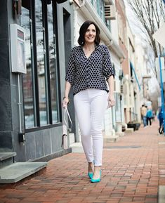 Jo-Lynne Shane wearing black print Express Portofino Shirt with white Paige Verdugo skinny jeans and Sam Edelman Hazel Pumps in Gulf Blue. Turquoise Shoes, Express Portofino Shirt, White Converse, Best Wear, Night Looks, Fashion Over 40, Wearing Black, Shirt Outfit, Spring Outfits