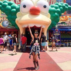 The Simpsons! A parte mais linda do parque! Sem falar no simulador que é demais! Amo/sou/enfrentofila/enfrentocalor/existo kkkk ❤️❤️❤️ #aeroturismo #aerodisney15 Me acompanhem no Snap: blogricademarre
