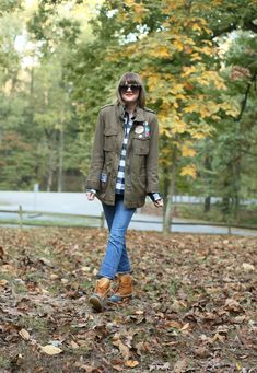 Camping Outfit, What to Wear Camping, Fall Outfit, Patch Jacket, How to Wear Patches Cruise Outfits, Camping Outfits, Fall Outfits, What I Wore, What To Wear, Faux Shearling Jacket, Everyday Look, Fasion, Uggs