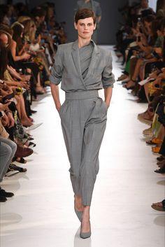Sfilata Max Mara Milano - Collezioni Primavera Estate 2019 - Vogue Moda  Primavera 7c4752d8494