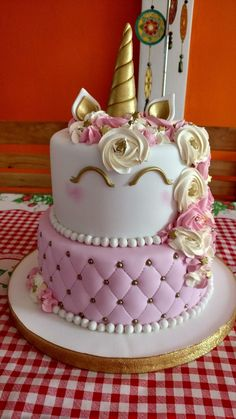 Pink and Gold Unicorn Cake #unicorns #unicornparty