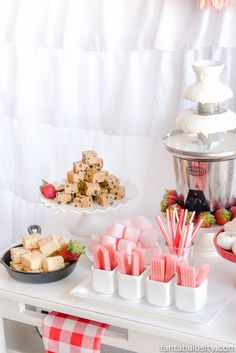 Chocolate Fountain Bar Ideas Rustic Pink & Red Party Chocolate Fountain Bar Ideas: A Modern, Rustic, Pink Party Display - Dessert bar that's easy to style with pre-made desserts! Pink Chocolate, Chocolate Shop, Best Chocolate, Chocolate Party, Chocolate Fountain Wedding, Chocolate Fountain Recipes, Chocolate Fondue Fountain, Chocolate Fountains, Buffet Dessert