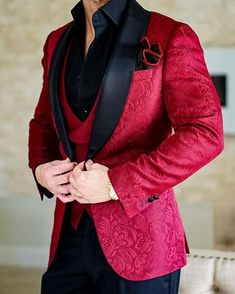 2018 New Design Men Wedding Suits Groom Formal Suit One Buttons Burgundy Tuxedo Jacket Men Suit 3 Pieces Costume Homme Indian Men Fashion, Mens Fashion Suits, Mens Suits, Burgundy Tuxedo Jacket, Moda Formal, Designer Suits For Men, Dinner Jacket, Formal Suits, Tuxedo For Men
