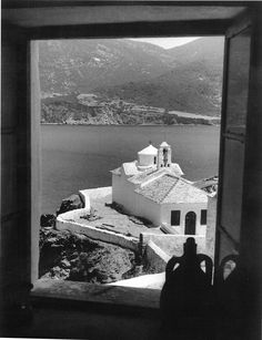 1959 ~ Skopelos island (photo by Takis Tloupas) Old Pictures, Old Photos, Vintage Photos, Greece Photography, History Of Photography, All Over The World, The Past, Greece History, Old Greek