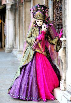 costume-fashion-gown-halloween-mardi-gras-Favim.com-175538.jpg (482×700)