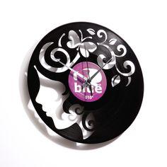 Orologi da parete realizzati su dischi in vinile riportati a nuova vita. Design by Disc 'o' Clock. Made in Italy. Shop online su www.comprocomodo.it
