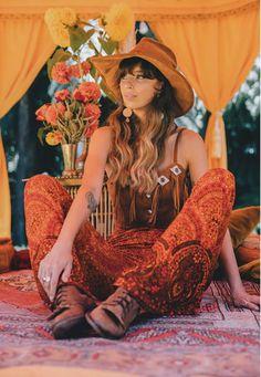 Hippie fashion, bohemian clothing ideas, boho trends Gypsy Style, Hippie Style, Bohemian Style, Boho Chic, Boho Hippie, Bohemian Fashion, Bohemian Clothing, 70s Inspired Fashion, 70s Fashion