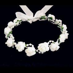 ideas for the flower girl head piece @Jamie Wise Wise Wise Pryor Proctor #saveoncrafts #dreamwedding