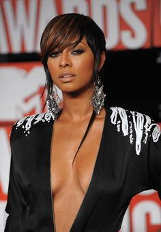 Keri Hilson. short & edgy Medium Hair Styles, Short Hair Styles, Keri Hilson, Coloured Hair, Short Bob Hairstyles, Pixie Haircut, Hair Hacks, Her Hair, Hair Makeup