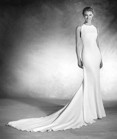 Nacer - Brautkleid aus Crêpe mit tief angesetzter Taille und Schmucksteinbesatz.