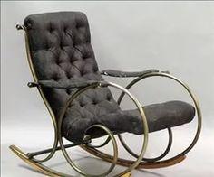 кованые кресла-качалки.