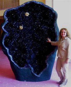 One of the world's largest amethyst geodes, the Empress of Uruguay, is located in Australia's Crystal Caves. It stands an alarming eleven feet tall and is filled with magnificent, deep violet crystals. ~ the geology nut in me is going gaga over this. Cool Rocks, Beautiful Rocks, Minerals And Gemstones, Rocks And Minerals, La Danse Macabre, Amethyst Geode, Blue Geode, Quartz Crystal, Mineral Stone