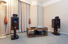 Onda Ligeria speakers + integrated amplifier and Berkely Audio Design electronics