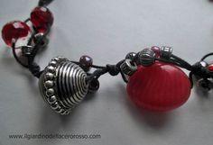 http://www.misshobby.com/it/oggetti/collana-in-cordaargento-indiano-pietre-e-mezzi-cristalli-in-rosso-il-giardino-dellacero-rosso
