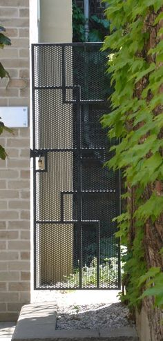 Metal mesh pattern gate